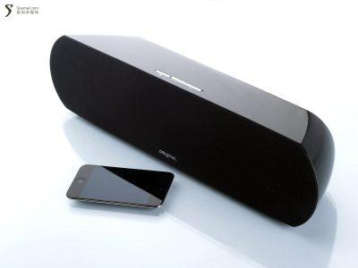 Creative 创新 D200 蓝牙无线音箱-和iPod Touch 4大小对比