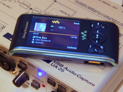 Sony Ericsson W595 Walkman phone