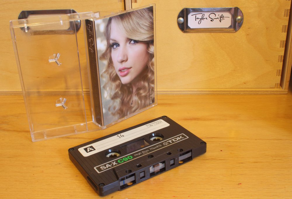 Taylor Swift - Fearless Platinum Edition+ cassette tape
