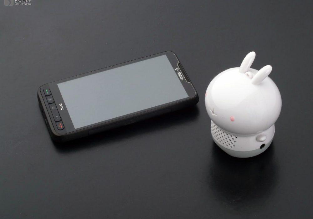 i-mu 幻响 小艾菲 i-fe mini 手机兔微型音箱-与HTC HD2大小对比