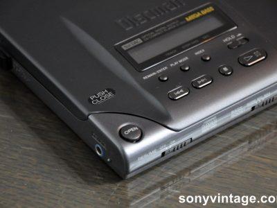 Sony D-303 Discman (1992)