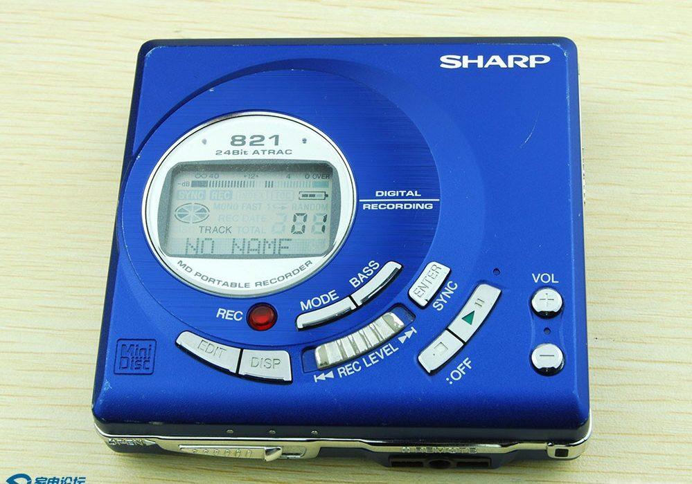 索尼红色MZ-R50,夏普蓝色MD-MT821