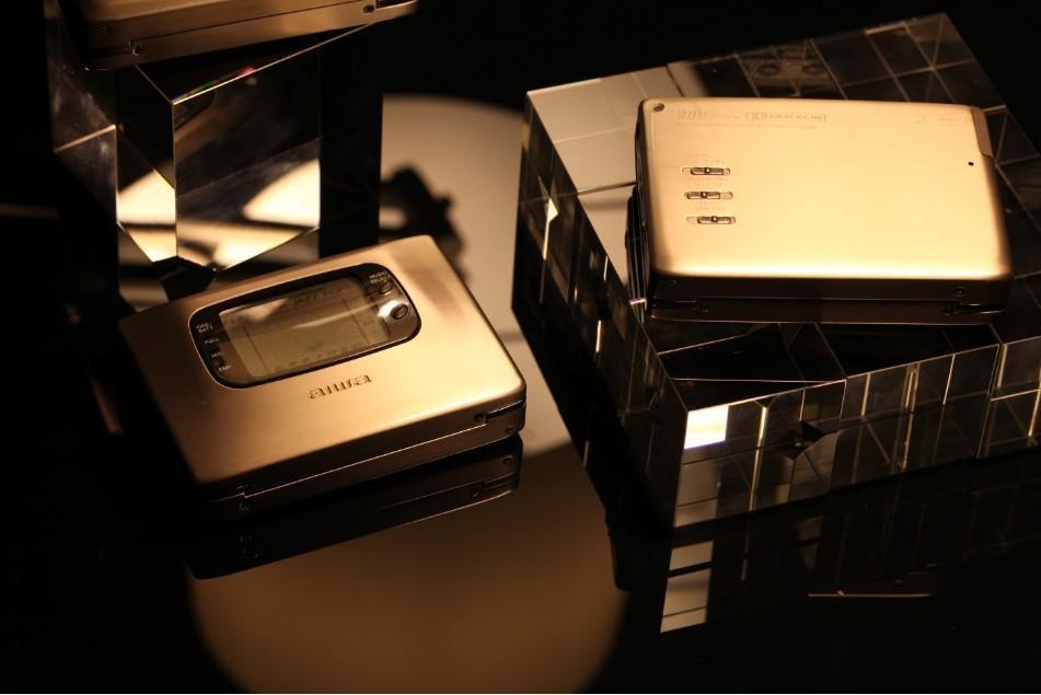 三个不同版本的 AIWA HS-PX1000