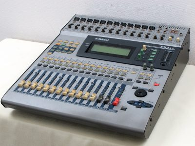雅马哈 YAMAHA O1V 数字调音台
