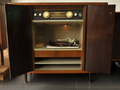根德7062-3D及英国MUPHRY AUDIO收音机柜
