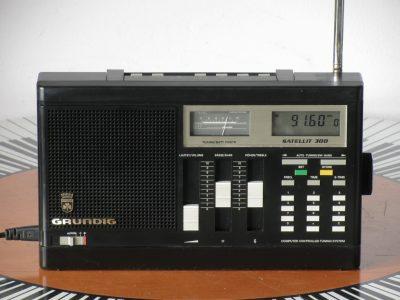 根德 GRUNDIG Satellite 300 收音机