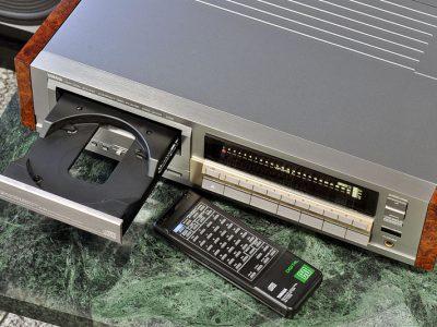 雅马哈 YAMAHA CDX-2000 CD播放机