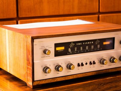 Fisher 500C Tube 收音机 with Wood Case