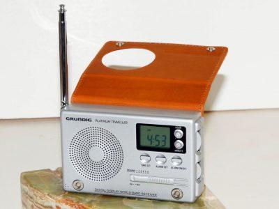 根德 GRUNDIG Platinum Traveller AM/FM/SW 便携收音机