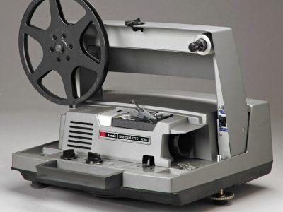 古董 Kodak Instamatic M80 8mm Movie Projector-Work<wbr/>ing with broken guide-As Is
