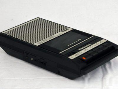 PANASONIC RQ-2104 Slim Line 磁带录音机.