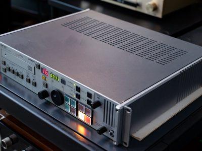 经典铭器:EMT 981 顶级专业电台版CD机