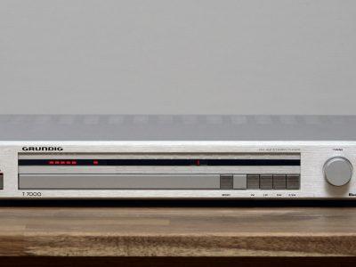Grundig T7000 Tuner / Radio in silber