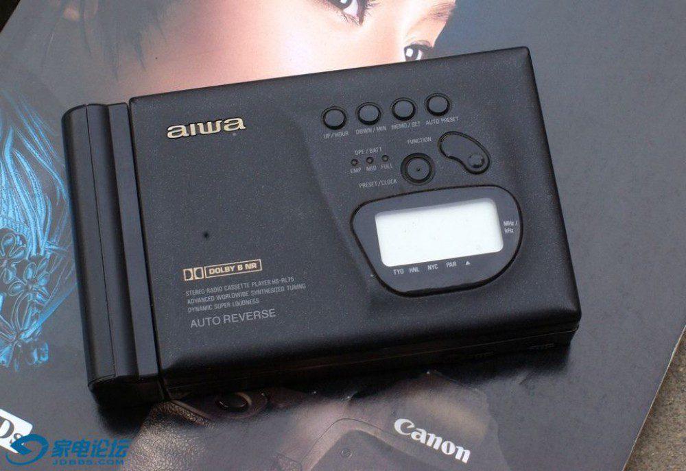 爱华 AIWA HS-P2 磁带随身听 + AIWA CR-5 收音机