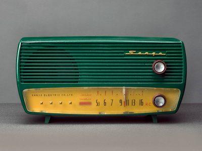 真空管ラジオ 昭和の息吹 サンヨー五球スーパー MODEL SS-35 レトロな実用インテリア。