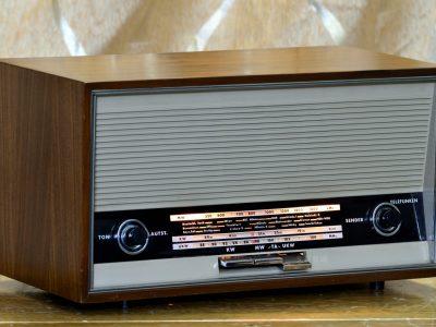 德律风根 TELEFUNKEN 1651 收音机