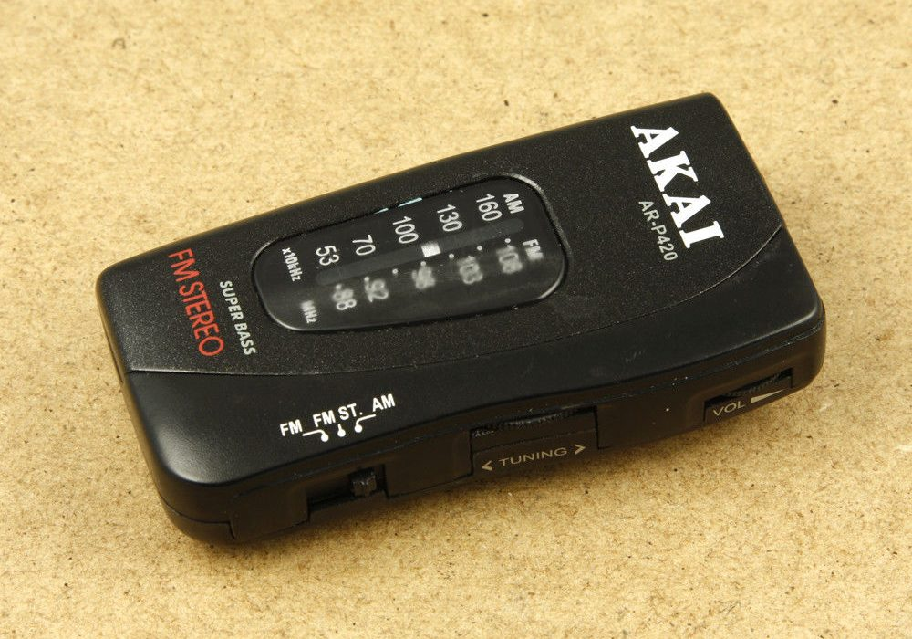 AKAI AR-P420 AM/FM 迷你收音机