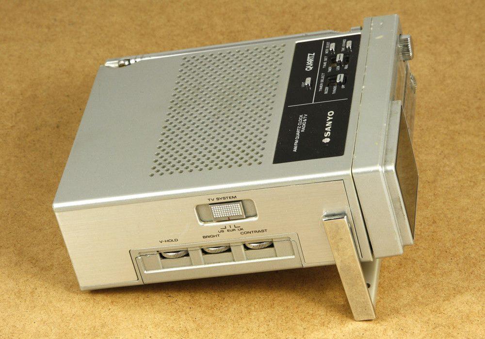 SANYO TPM2170 AM/FM 收音机 & TV 一体机