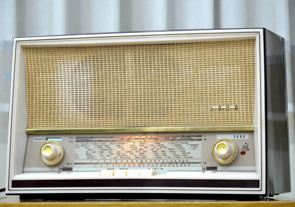 SABA TRIBERG-11 电子管台式收音机